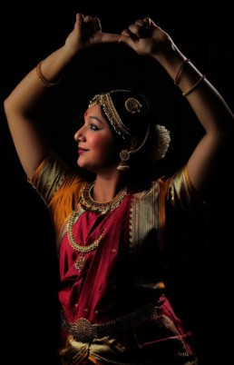 Stuti Aga Indian Folk Classical Fusion and Bollywood Artist Choreographer Zurich Switzerland Stuti Aga Indian Artist in Switzerland Bollywood dancer Zurich Bollywood tanzerin Indische Kunstlerin